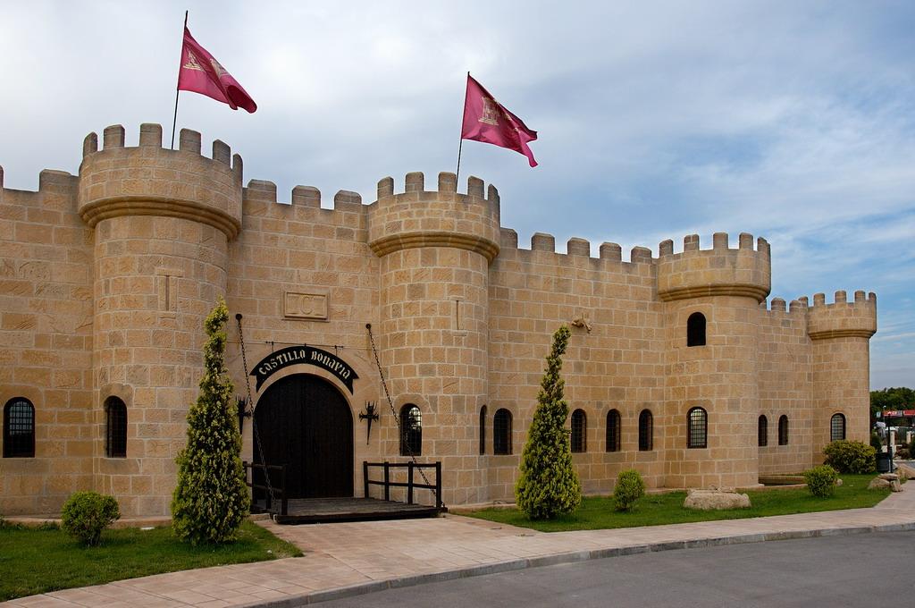 Castillo bonavia en directorio de empresas locoferton en for Hoteles familiares en zaragoza capital