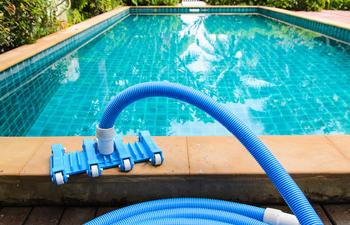 Limpieza piscinas comprar en alca iz visto desde la zona for Piscina el pardo